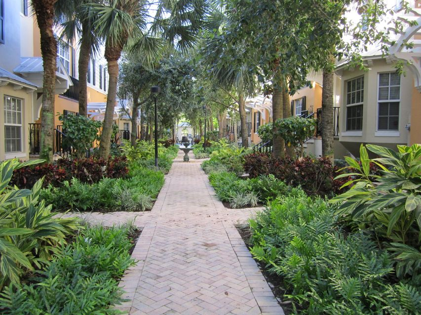 378 E Mallory Circle, Delray Beach, FL 33483