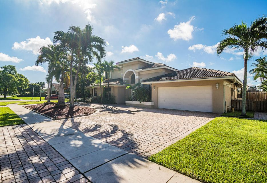 10700 NW 7th Court, Plantation, FL 33324