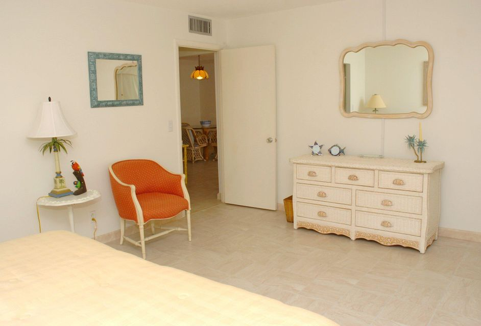 Additional photo for property listing at 125 S Ocean Avenue 125 S Ocean Avenue Palm Beach Shores, 佛罗里达州 33404 美国
