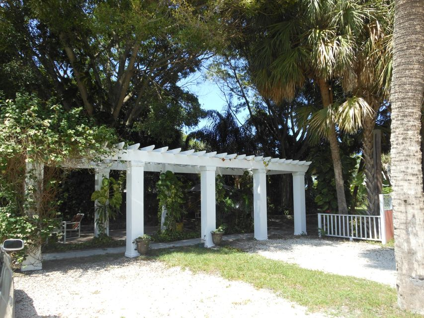 Additional photo for property listing at 518 N 2nd Street 518 N 2nd Street Fort Pierce, Florida 34950 United States