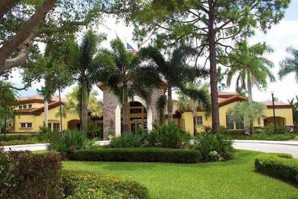 Additional photo for property listing at 619 Castle Drive  Palm Beach Gardens, Florida 33410 États-Unis