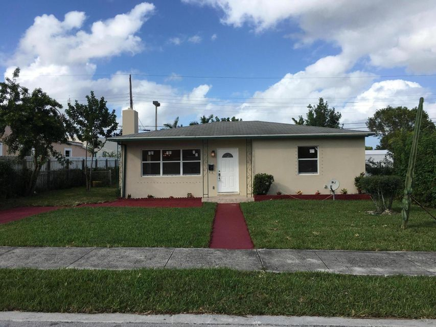 911 Churchill Road  West Palm Beach, FL 33405