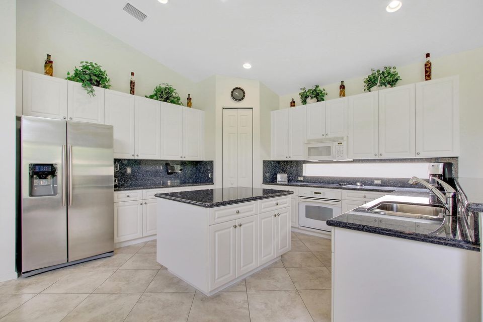 Additional photo for property listing at 8695 Tierra Lago Cove  Lake Worth, Florida 33467 United States