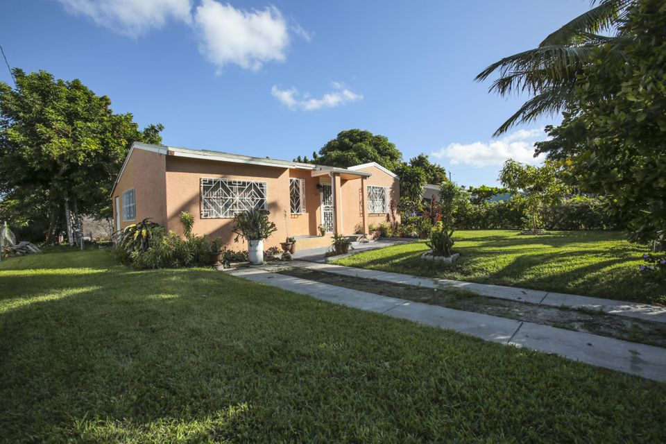 Home for sale in SUNSHINE MANOR NO 2 Hollywood Florida