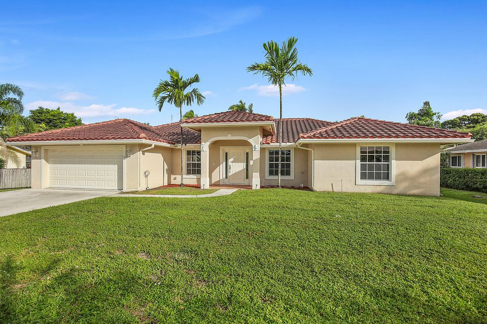 36 W Plumosa Lane , Lake Worth FL 33467 is listed for sale as MLS Listing RX-10275967 20 photos