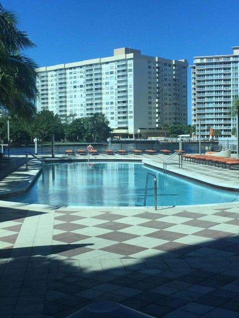 Additional photo for property listing at 1945 S Ocean Drive 1945 S Ocean Drive Hallandale, Florida 33009 Estados Unidos
