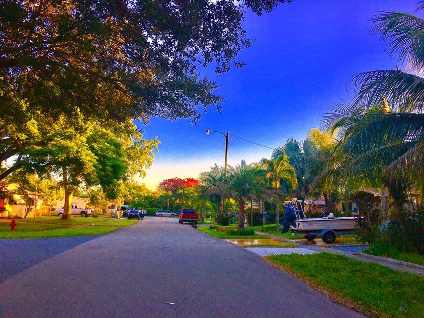 1475 SW 35 Ter Terrace, Fort Lauderdale, FL 33312