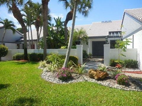 66 Essex Drive, Boynton Beach, FL 33436