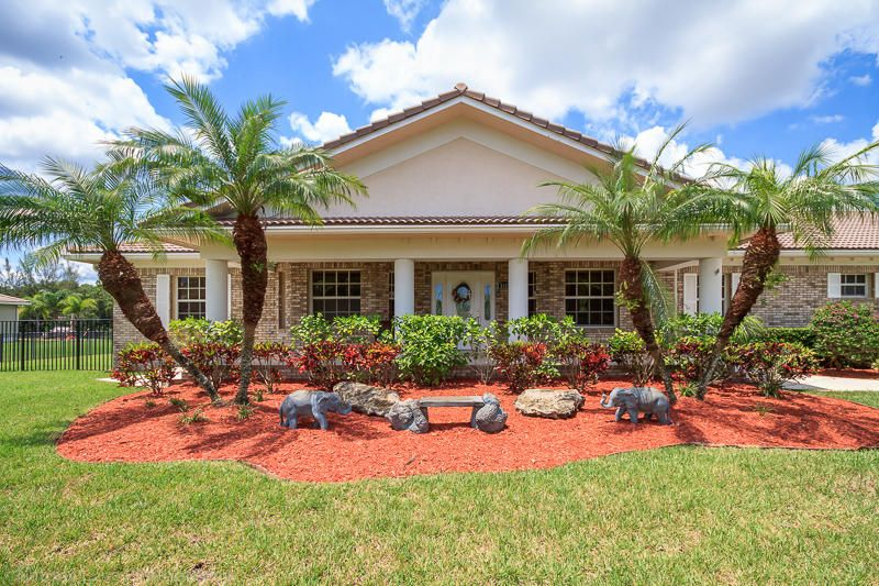 Home for sale in Loxahatchee Lakes / Lago Del Sol Lake Worth Florida
