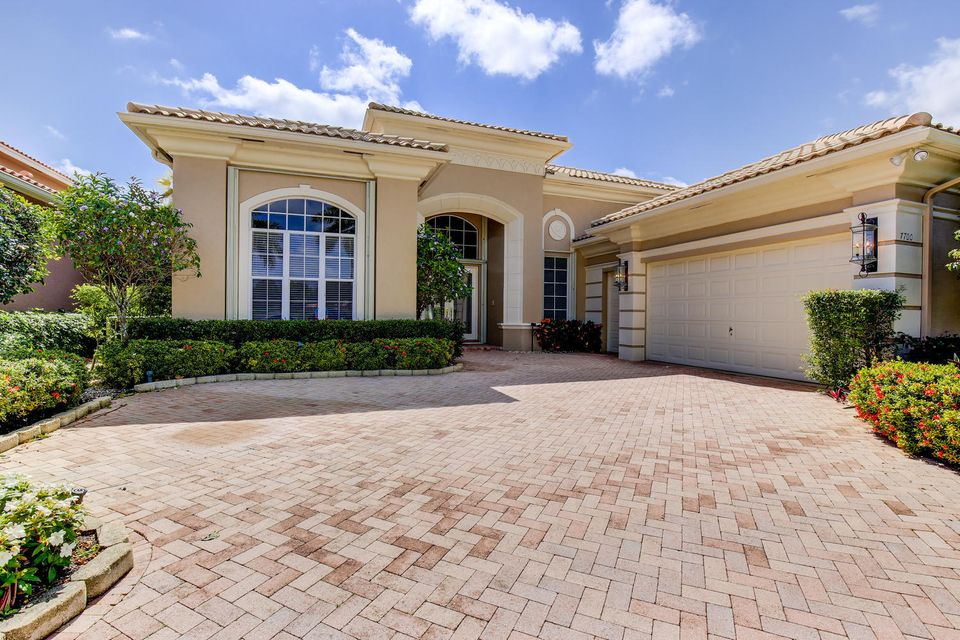 7700 Bella Verde Way, Delray Beach, FL 33446