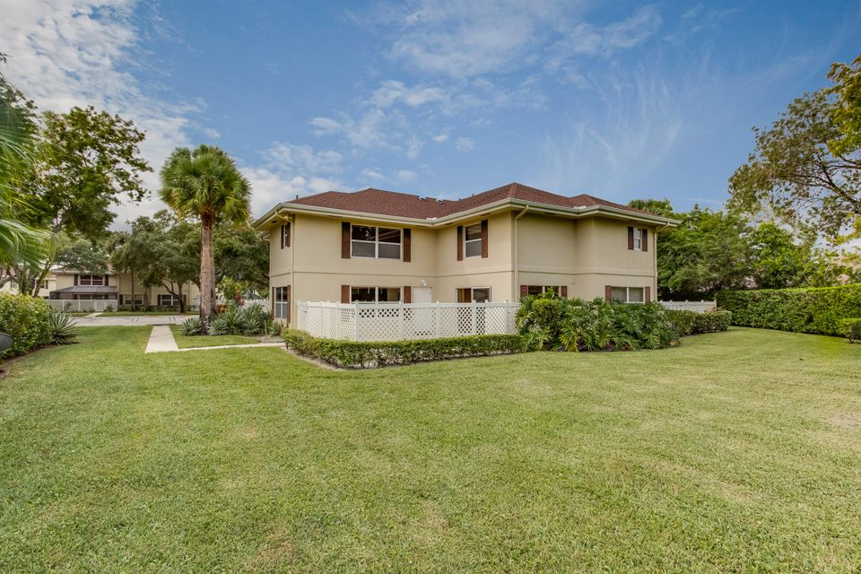 10-B Amherst Court 10  Royal Palm Beach, FL 33411