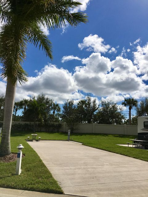Additional photo for property listing at 168 NW Hazard Way 168 NW Hazard Way Port St. Lucie, Florida 34986 Estados Unidos