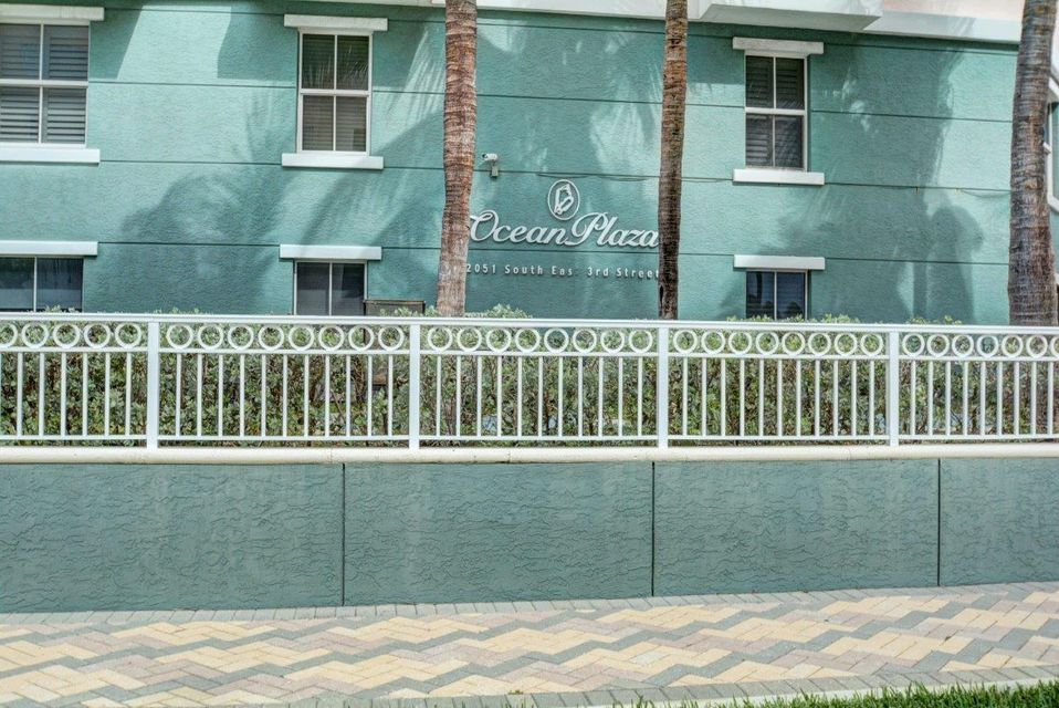 Additional photo for property listing at 2051 SE 3rd Street  Deerfield Beach, Florida 33441 United States