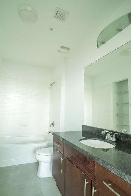 Additional photo for property listing at 300 S Australian Avenue  West Palm Beach, Florida 33401 États-Unis