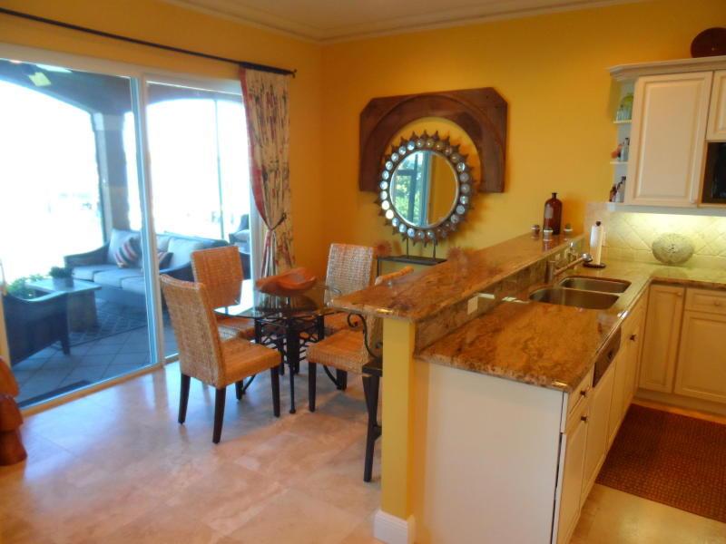 Additional photo for property listing at 18385 SE Federal Highway 18385 SE Federal Highway Tequesta, Florida 33469 États-Unis