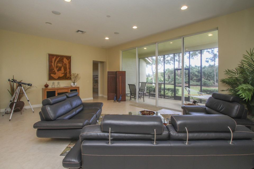 Additional photo for property listing at 8908 Champions Way  Port St. Lucie, Florida 34986 États-Unis
