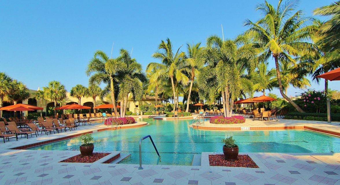 Resort Style Pool in Valencia Palms