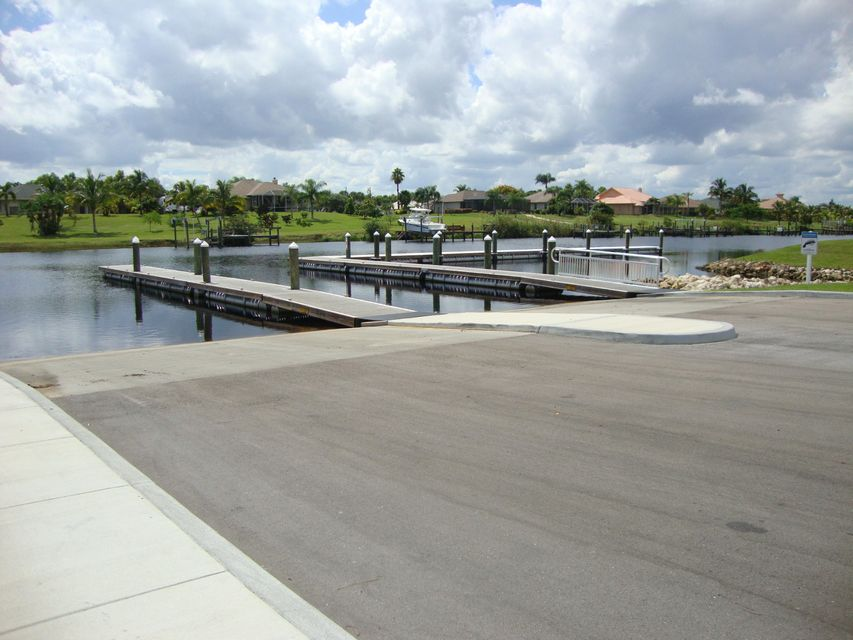 Additional photo for property listing at 115 SW Oakridge Drive SW 115 SW Oakridge Drive SW Port St. Lucie, Florida 34984 United States