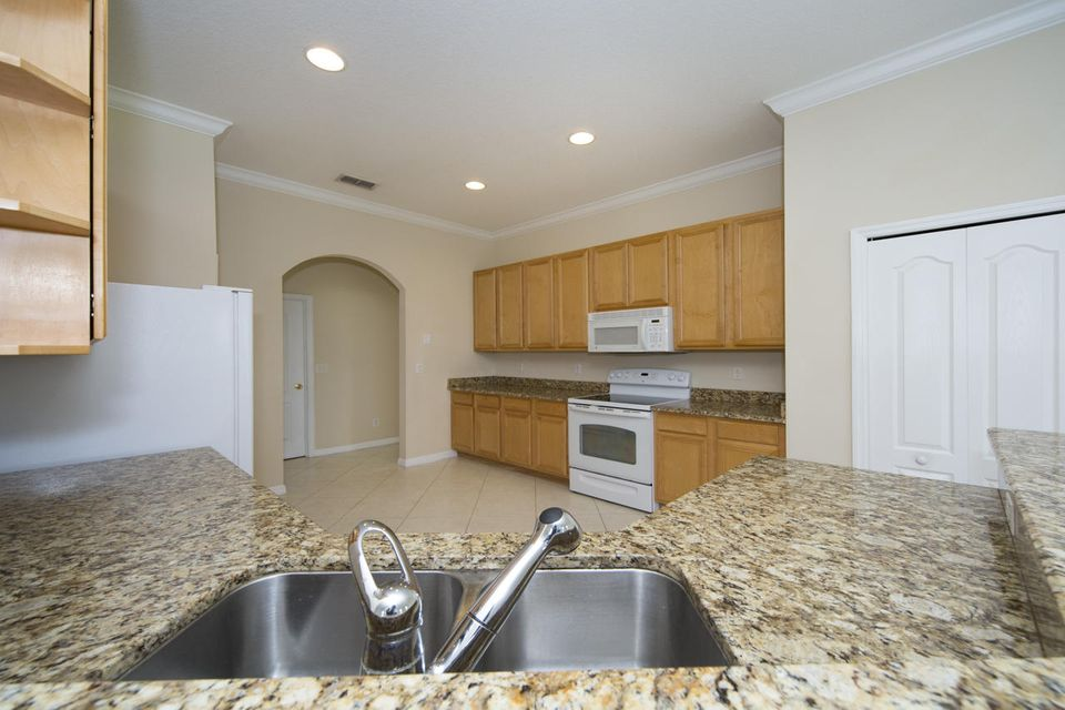 Additional photo for property listing at 442 NW Sun Flower Place 442 NW Sun Flower Place Jensen Beach, 佛罗里达州 34957 美国