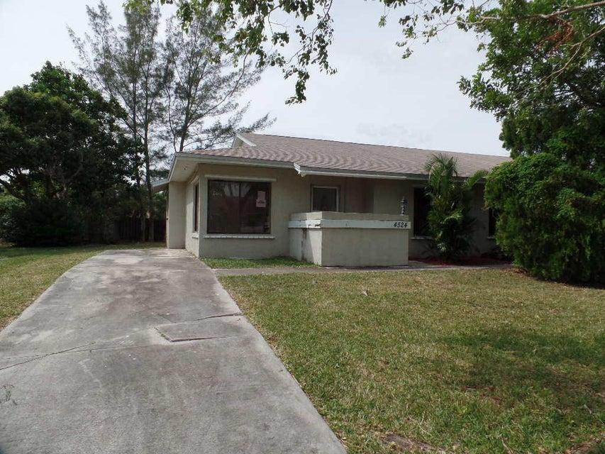 4524 SE Beaver Lane , Stuart FL 34997 is listed for sale as MLS Listing RX-10285042 20 photos