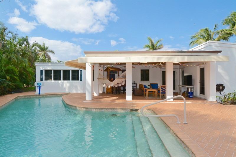 220 Onondaga Avenue , Palm Beach FL 33480 is listed for sale as MLS Listing RX-10208063 16 photos
