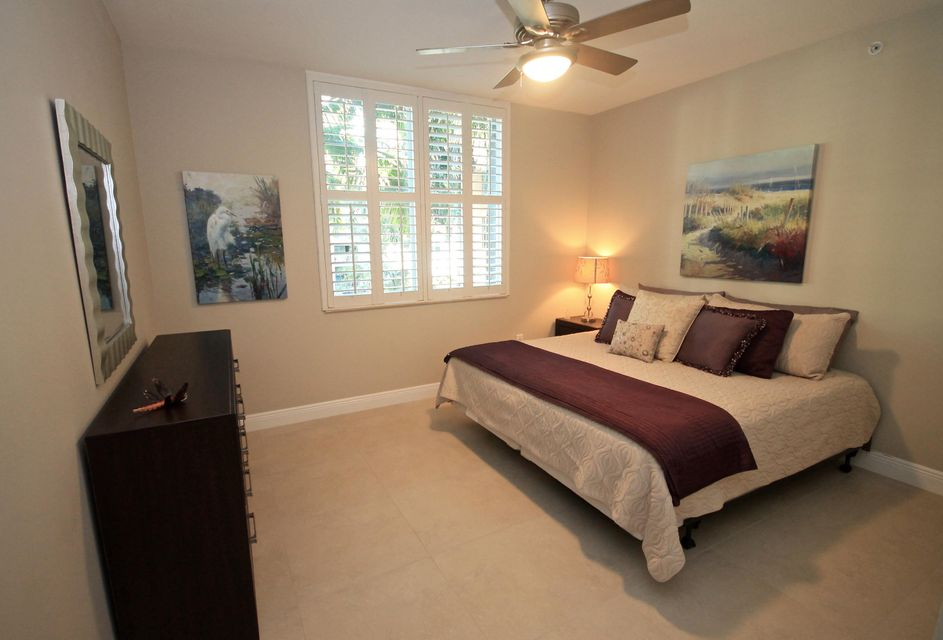 Additional photo for property listing at 802 W Windward Way  Lantana, Florida 33462 Vereinigte Staaten