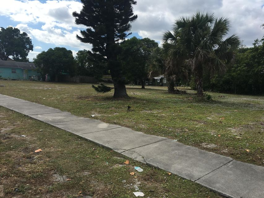 Additional photo for property listing at 132 NW 6th Avenue 132 NW 6th Avenue Delray Beach, Florida 33444 Estados Unidos