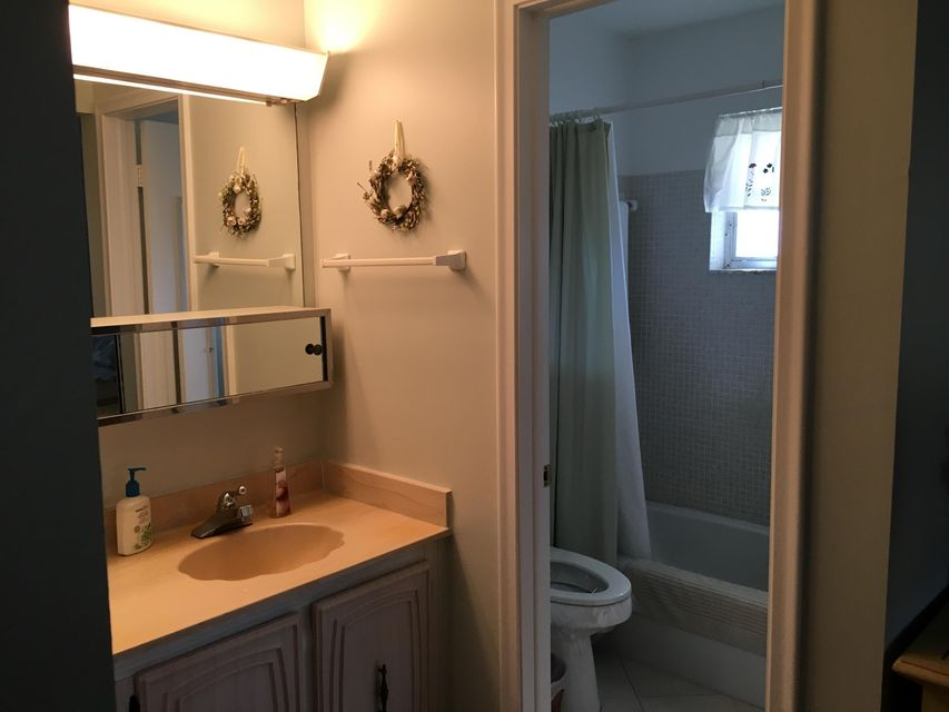 Additional photo for property listing at 1000 Circle Terrace E 1000 Circle Terrace E Delray Beach, Florida 33445 Estados Unidos