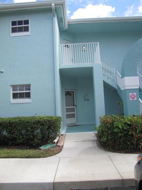 1142 SW Swan Lake Circle, Saint Lucie West, FL 34986