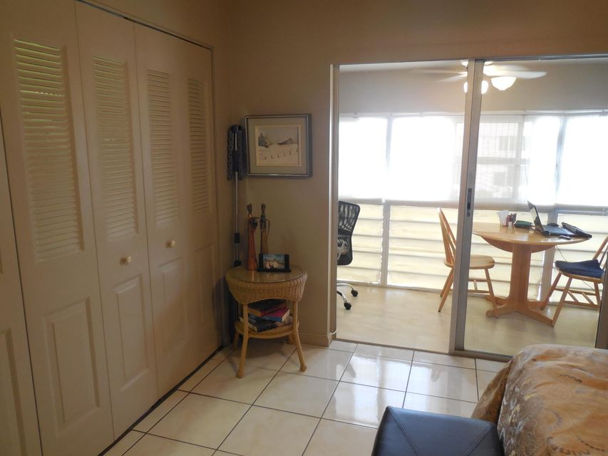 Additional photo for property listing at 202 Chatham J 202 Chatham J West Palm Beach, Florida 33417 Estados Unidos