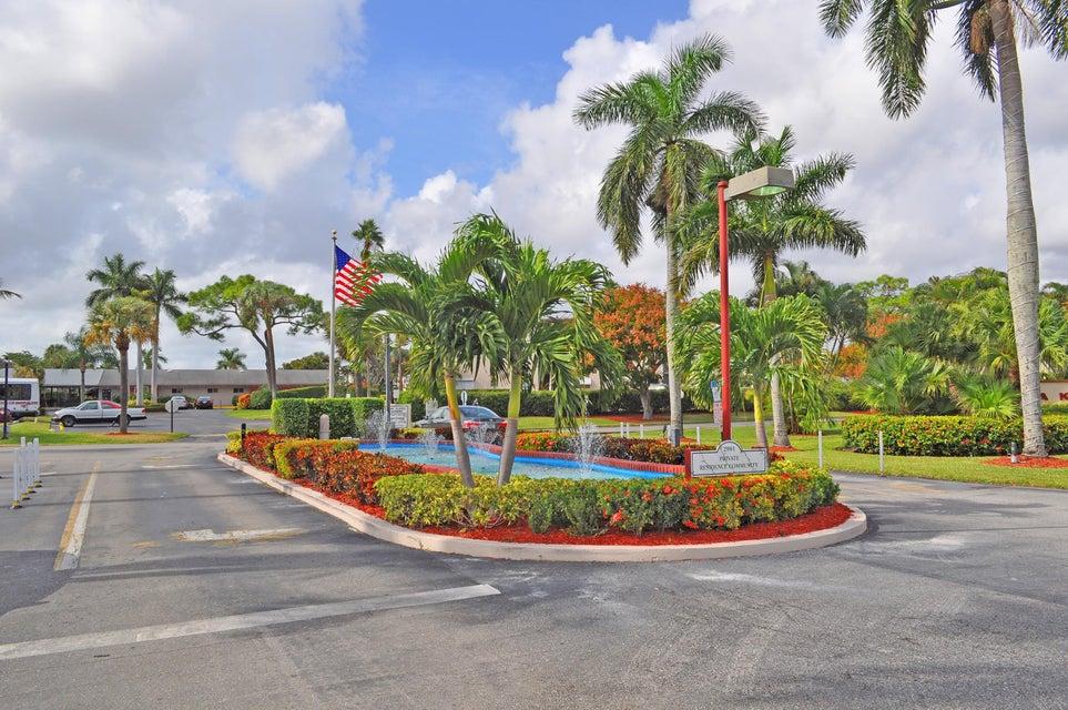 2811 S Garden Drive 302  Lake Worth, FL 33461