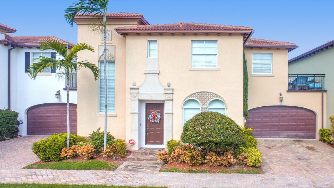 129 Via Poinciana Lane, Boca Raton, FL 33487