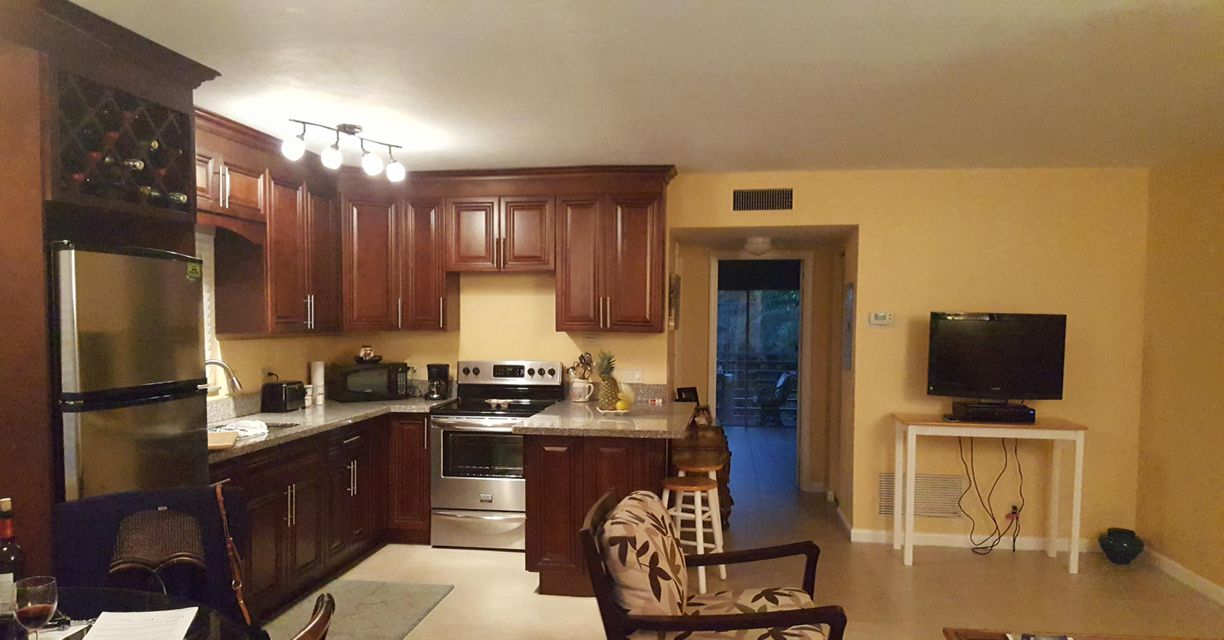 Additional photo for property listing at 3362 Cynthia Lane  Lake Worth, Florida 33461 Vereinigte Staaten