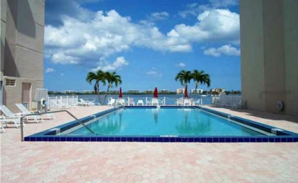 1516 S Lakeside Drive 108  Lake Worth, FL 33460