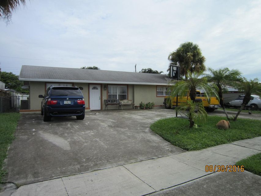 Great single family home close to downtown West Palm Beach, major roadways and public transportation. Three bedroom 2 bathroom dwelling with nice size back yard. Over-sized driveway plenty for parking. Dead end street with no through traffic. Newer roof, plenty of updating, great floor plan.