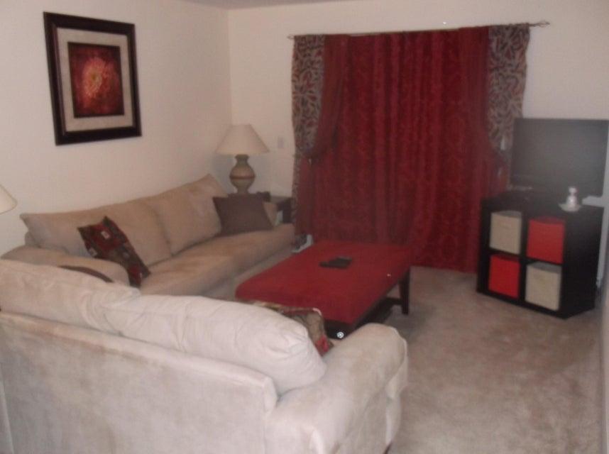 Additional photo for property listing at 130 NE 26th Avenue 130 NE 26th Avenue Boynton Beach, Florida 33435 Estados Unidos