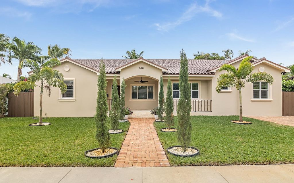 Additional photo for property listing at 216 Monceaux Road 216 Monceaux Road West Palm Beach, Florida 33405 Estados Unidos