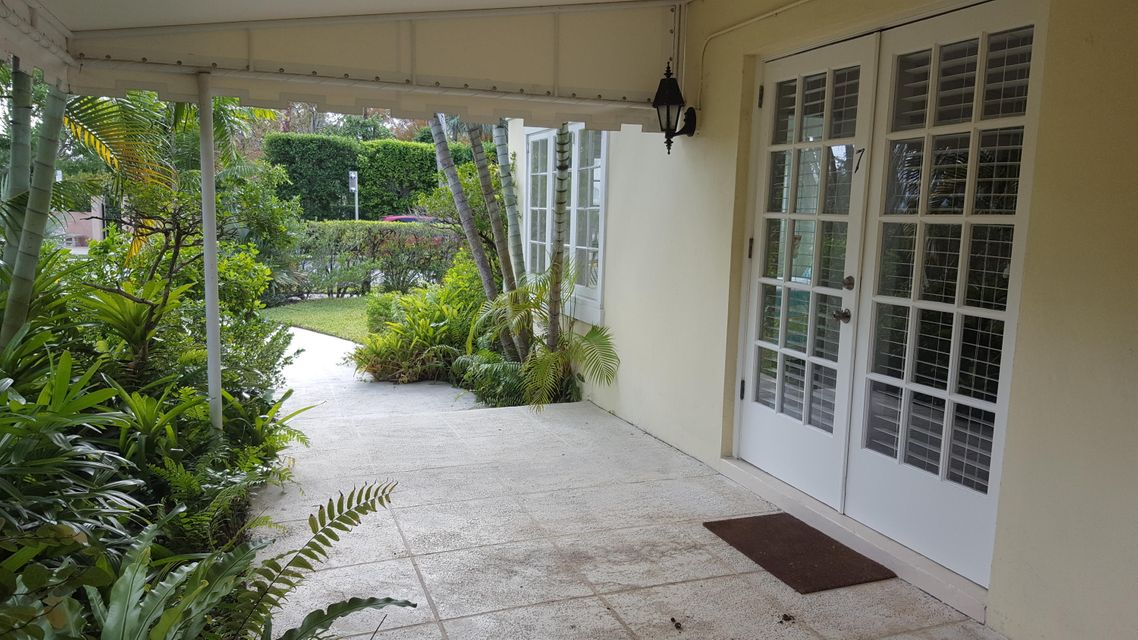Additional photo for property listing at 301 Chilean Avenue 301 Chilean Avenue Palm Beach, Florida 33480 Estados Unidos