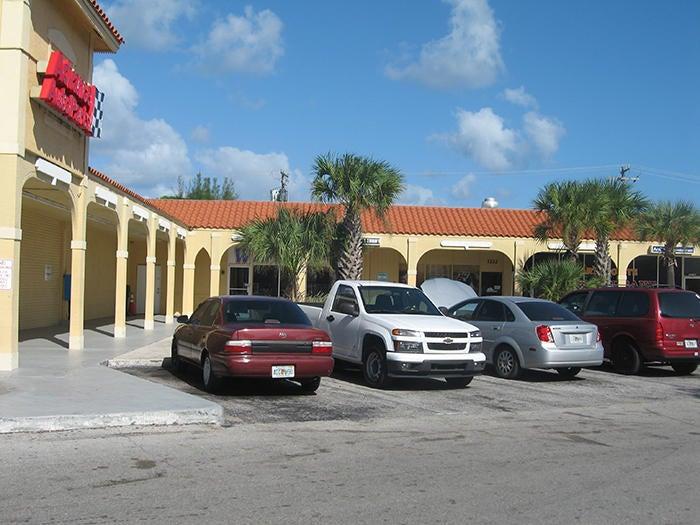 1212 S Dixie Highway, Lake Worth, FL 33460