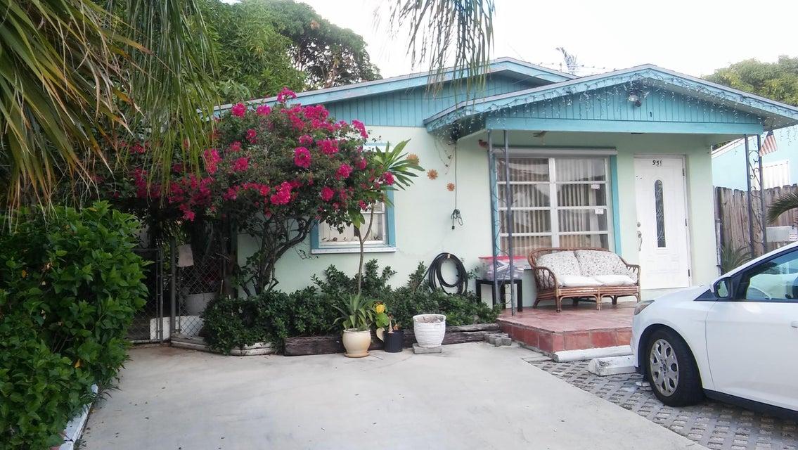 951 W Lakewood Road  West Palm Beach, FL 33405