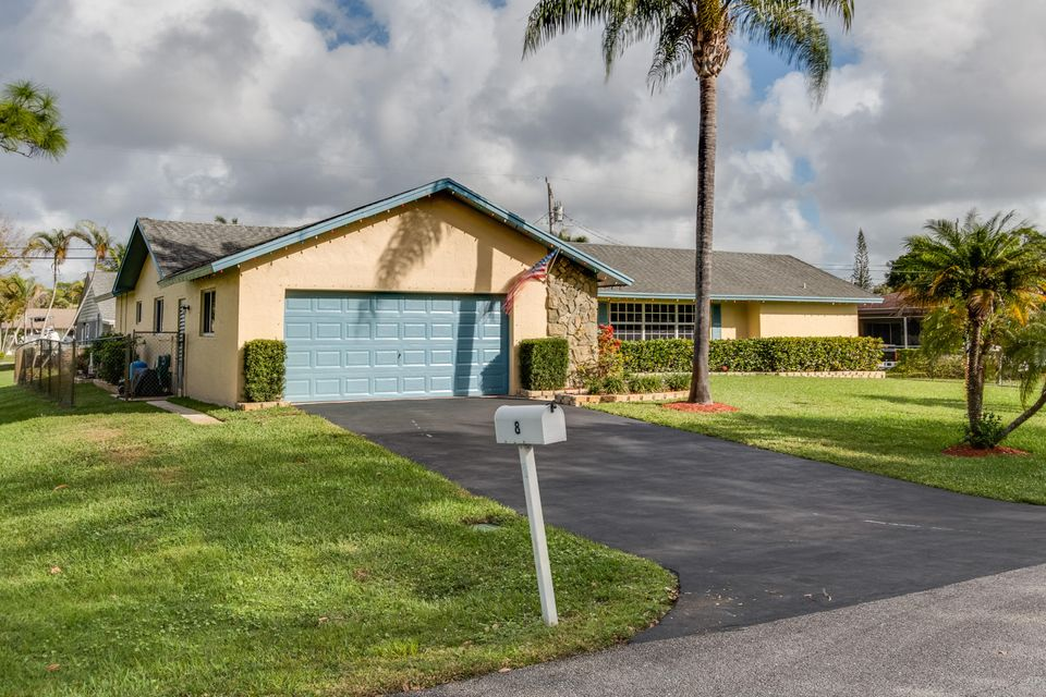 8 W Coconut Drive , Lake Worth FL 33467 is listed for sale as MLS Listing RX-10291127 28 photos
