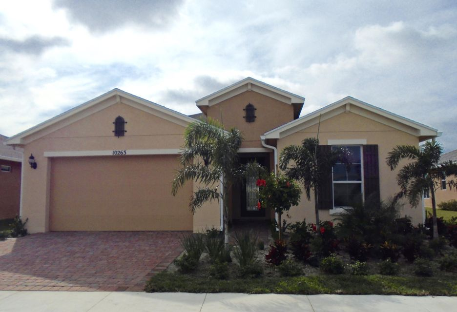 واحد منزل الأسرة للـ Sale في 10263 SW Yellowwood Avenue Port St. Lucie, Florida 34987 United States