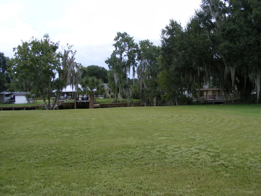 Terrain pour l Vente à 1742 Lakeshore Drive Lorida, Florida 33857 États-Unis