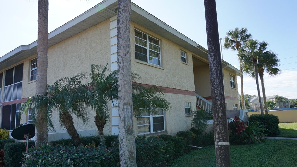 1542 SE Royal Green Circle, J-202 - Port St Lucie, Florida