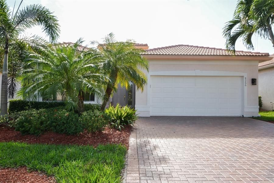 8266 Sandpiper Glen Drive, Lake Worth, FL 33467