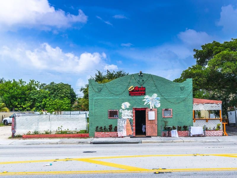 Additional photo for property listing at 711 & 717 N Dixie Highway  Lake Worth, Florida 33460 États-Unis