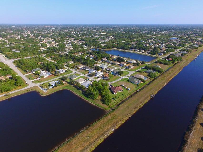 土地,用地 为 销售 在 4694 SW Obelisk Street 4694 SW Obelisk Street 圣露西港, 佛罗里达州 34953 美国