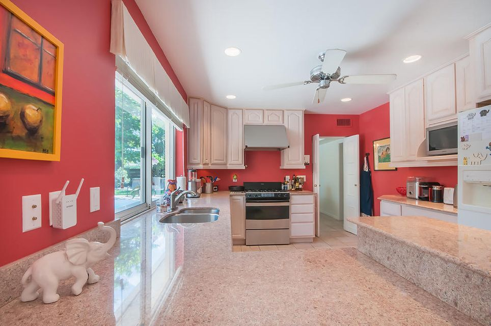 Additional photo for property listing at 235 Linda Lane 235 Linda Lane West Palm Beach, Florida 33405 États-Unis