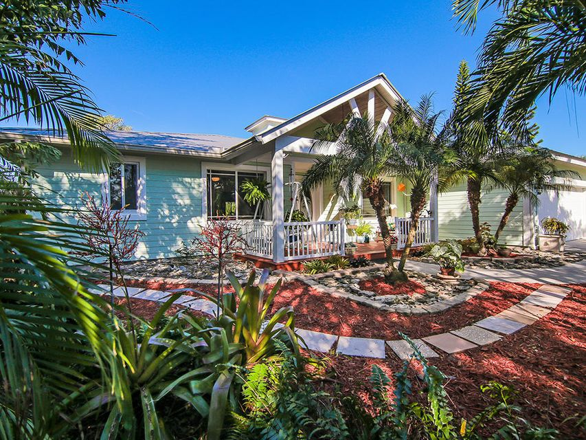 2305 NE Center Circle, Jensen Beach, FL 34957