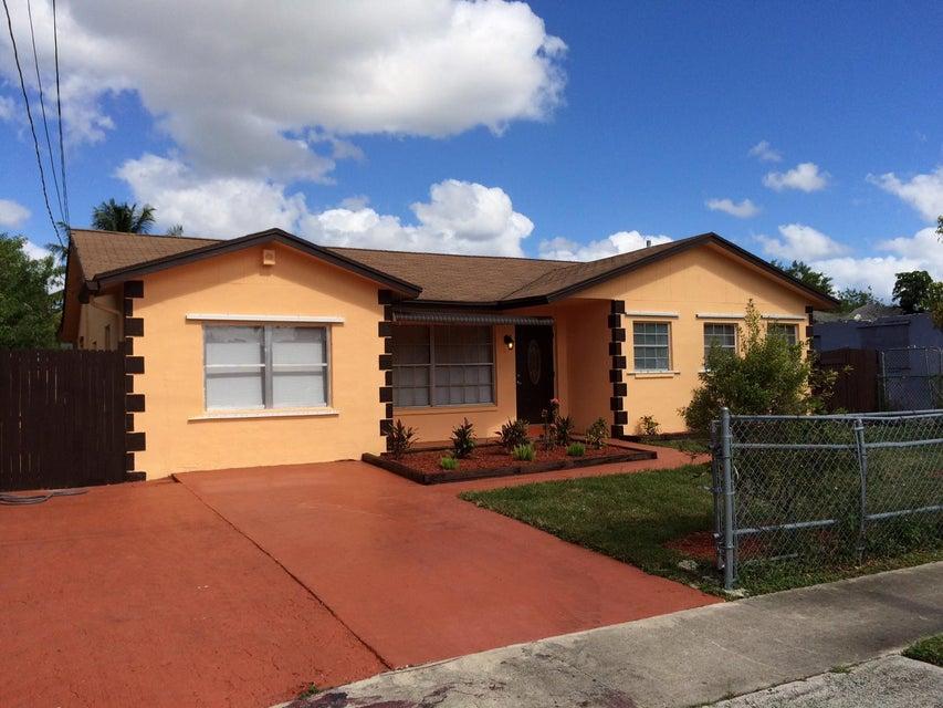 9253 SW 3rd Street, Boca Raton, FL 33428